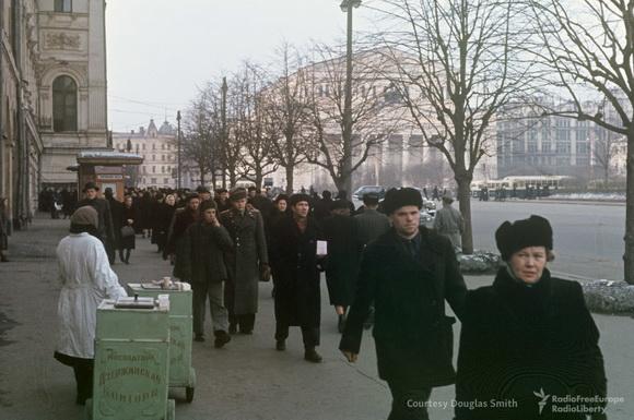 Мороженщица на площади Свердлова