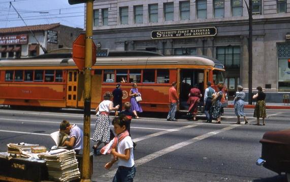Трамвайная остановка в Лос-Анджелесе