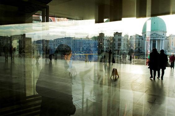 Umberto Verdoliva - Behind A Glass i riflessi della citta nel scatti