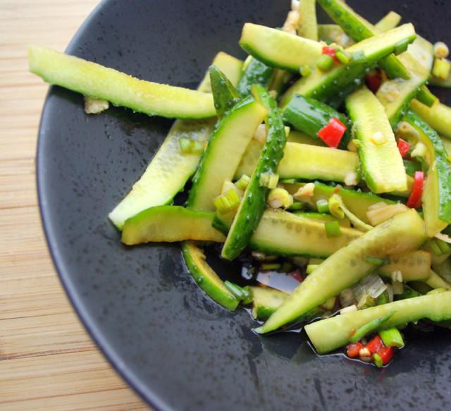 Восточный салат из огурцов