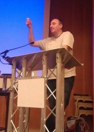 Лестер Мэйден – организатор и вдохновитель с Augmented Planet 2012 открывает конференцию