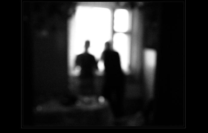 Двое у окна фото