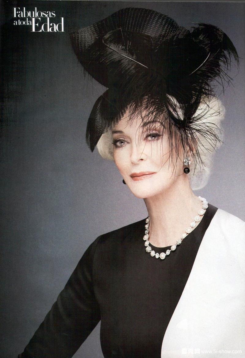 supermodel-carmen-dell-orefice-black-hat