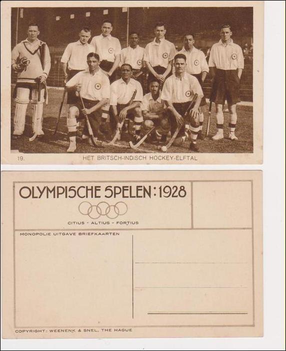 Чемпионы Олимпиады по хоккею на траве  из Британской Индии на почтовой открытке