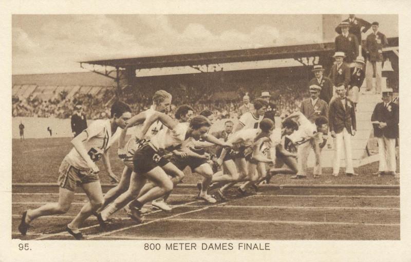Старт женского финала на 800 метров, где первенствовала Радке (Германия)
