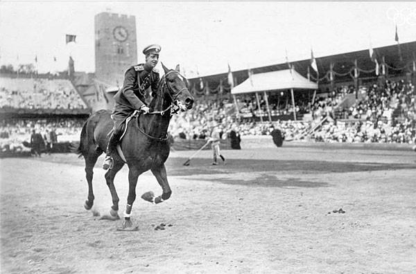 Великий князь Дмитрий Павлович Романов на Олимпийском стадион. 7-е место в конных состязаниях
