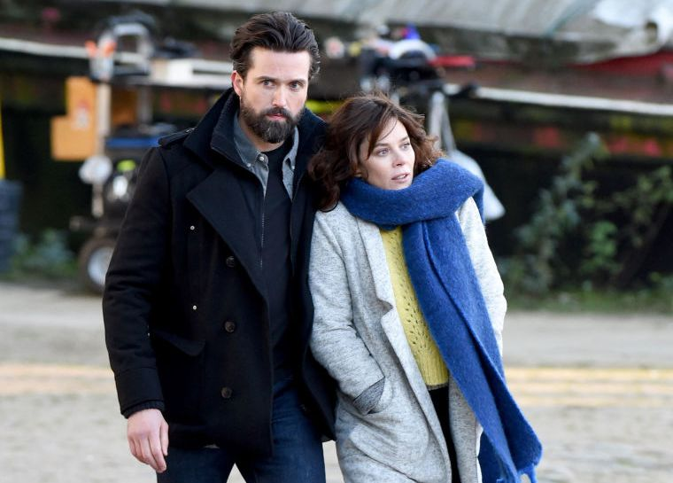 gallery-1515419068-anna-friel-emmett-j-scanlan-butterfly