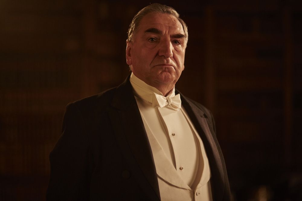 embargoed_until_10th_september_downton_ep1__021-001