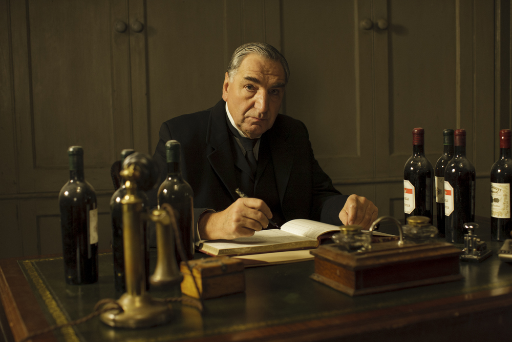 embargoed_until_10th_september_downton_ep1__2111-001