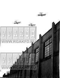 Самолеты ОСОАВИАХИМа пролетают над городом Мытищи во время учений по Гражданской обороне..jpg