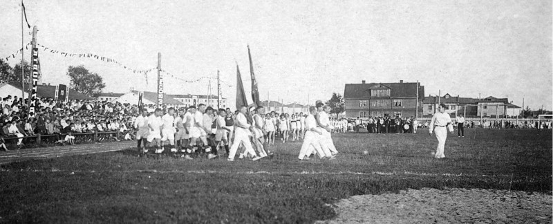 1930-е Мытищи стадион ВСРТМ парад.jpg