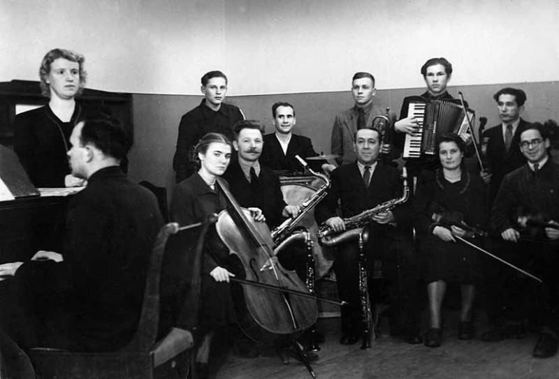 1950-е_ДК_ММЗ_оркестр_удд.jpg