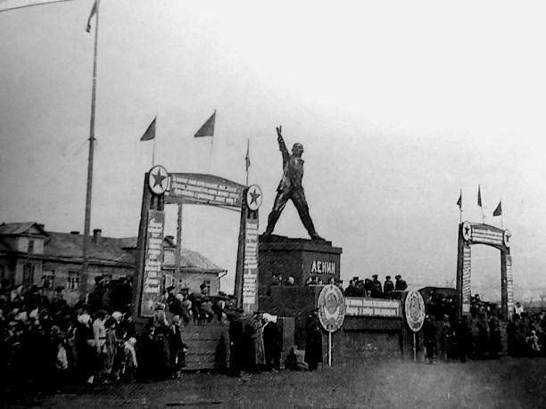 Шадр. Памятник Ленину на Сахалине_02