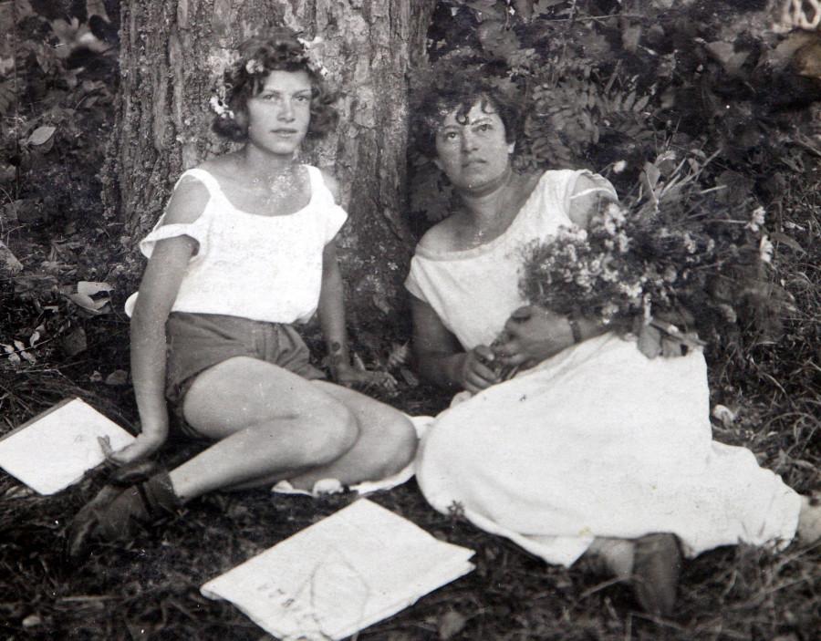 Бабушка Зина в 15 лет с мамой