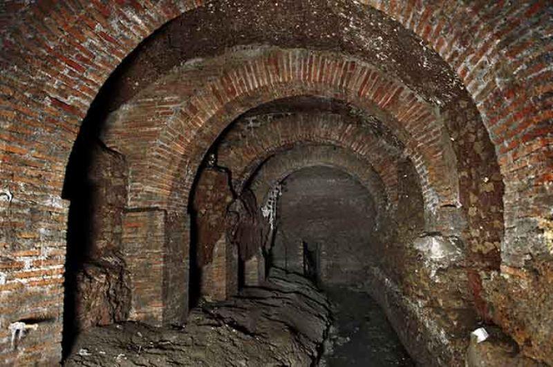 Одна из подземных галерей Великой Клоаки