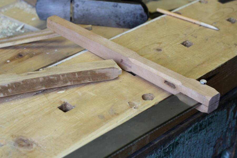 Сухое шиповое соединение средника со стойками