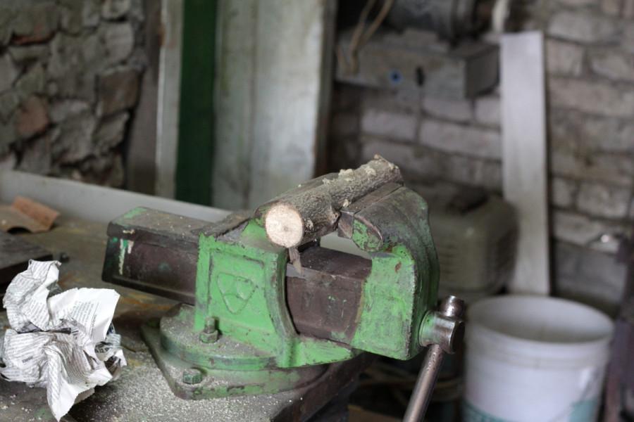 Заготовка щеколды из ветки грецкого ореха