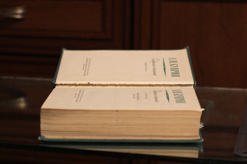 Крайние страницы первой и последней тетрадок отрываются