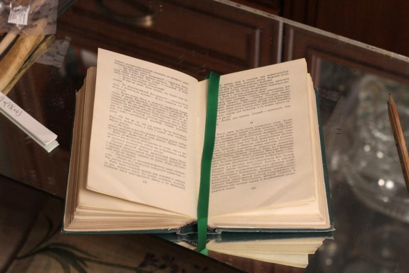 Внутренний разворот отремонтированной книги