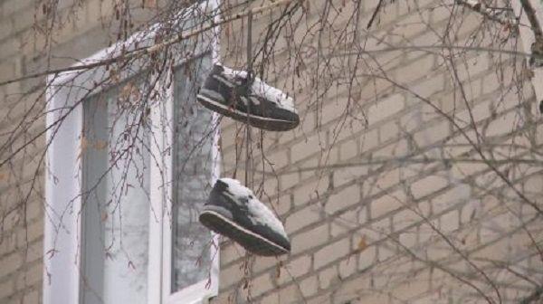 Увидел на проводах висящие кроссовки, решил выяснить кто и зачем их повесил