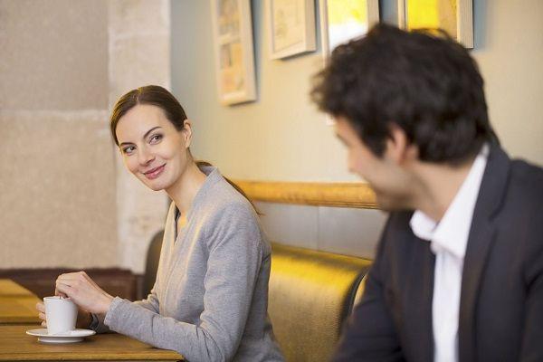 Почему мужчины избегают знакомства с красивыми женщинами?