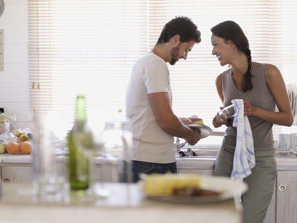 «Потекла батарея». Нормально ли для мужчины ухаживать и не мелочиться в начале отношений?