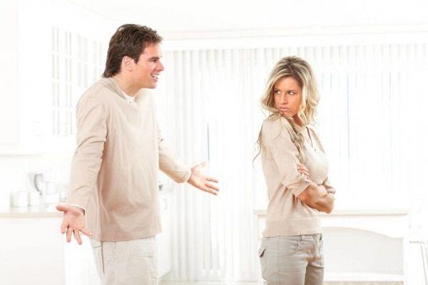 «Разлюбила, давай разведемся, квартиру оставишь?» Должен ли мужчина все оставлять бывшей?