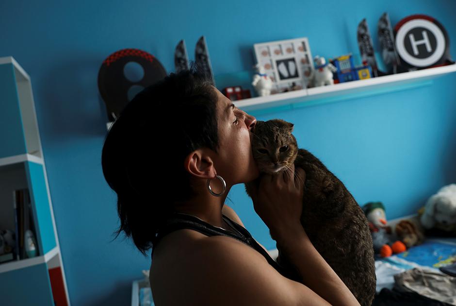 С меня хватит, решила Мириам Гутьеррес, и разбила мужу фейс лица, фото 8