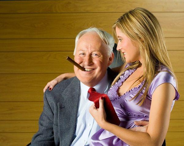 Дева в шоке от жизни со старпером и думает, куда деть это счастье