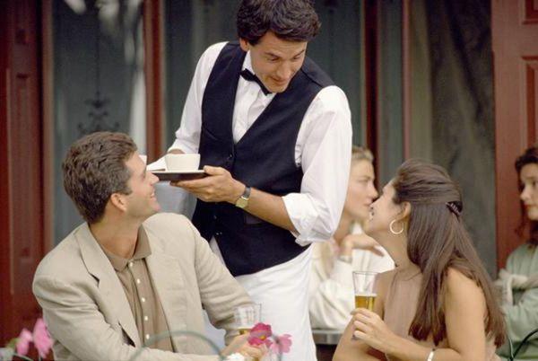 За что официант может плюнуть в кофе