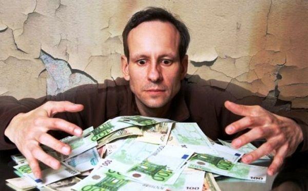 Просить у своего мужчины деньги – это не проституция, о расчетливости женщин говорят только скряги
