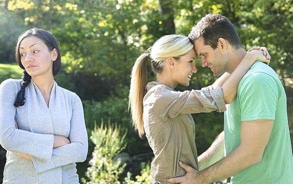 Есть мнение, женская дружба действительна до первого мужика?