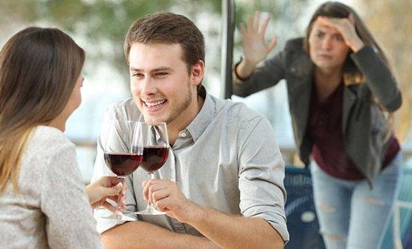 Узнала что супруг подруги ей не верен. Рассказать, или это не мое дело?