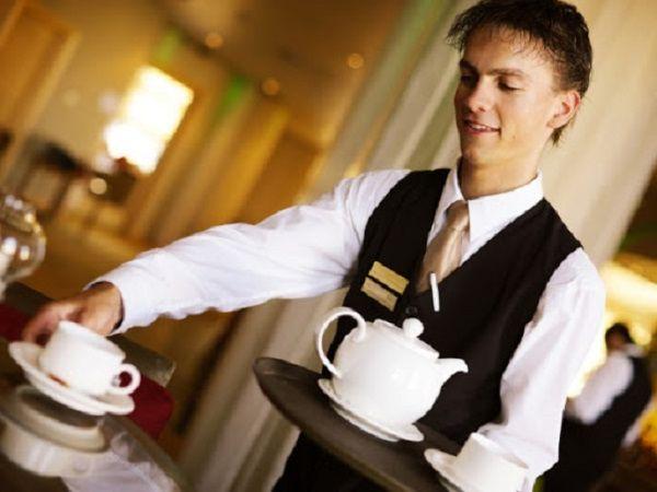 Плюют ли в кофе официанты грубым клиентам?