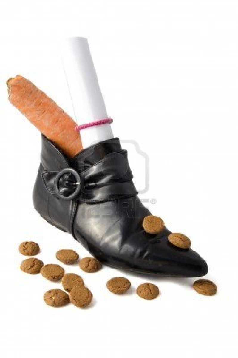3798984-shoe-with-carrot-and-letter-and-dutch-candies-for-an-old-dutch-holiday-called-sinterklaas