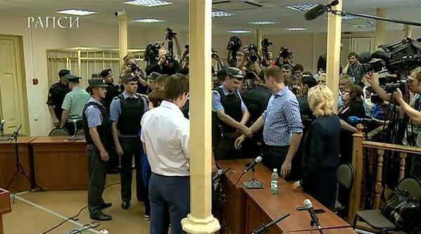 Навальный взят под стражу