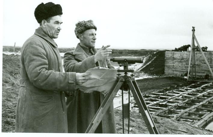 На строительстве1951