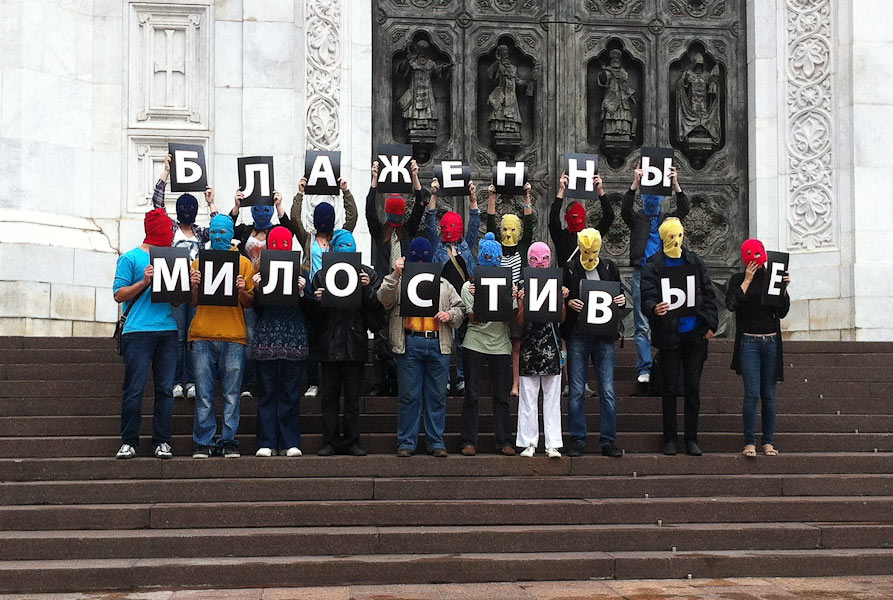 Russia breaks up Pussy Riot protest outside churchfor Pussy Riot