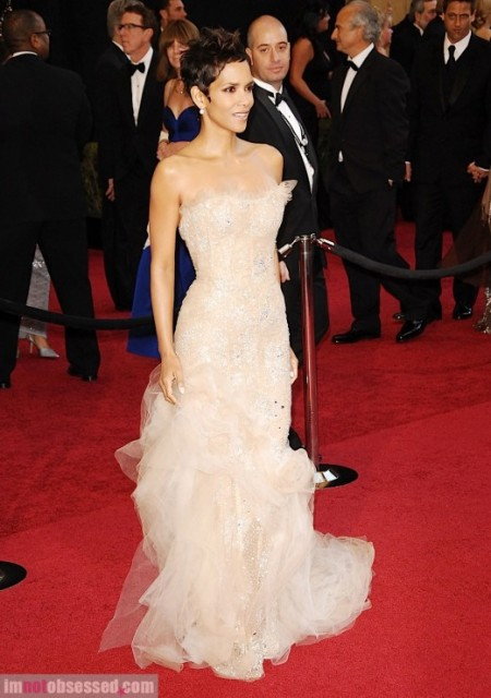 Halle Berry at 2011 Oscars