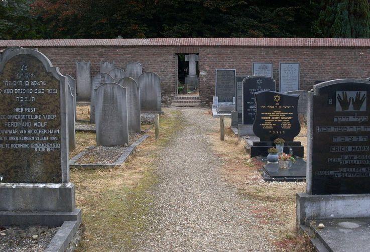 1024px-Nieuwe_Joodse_begraafplaats_Roermond
