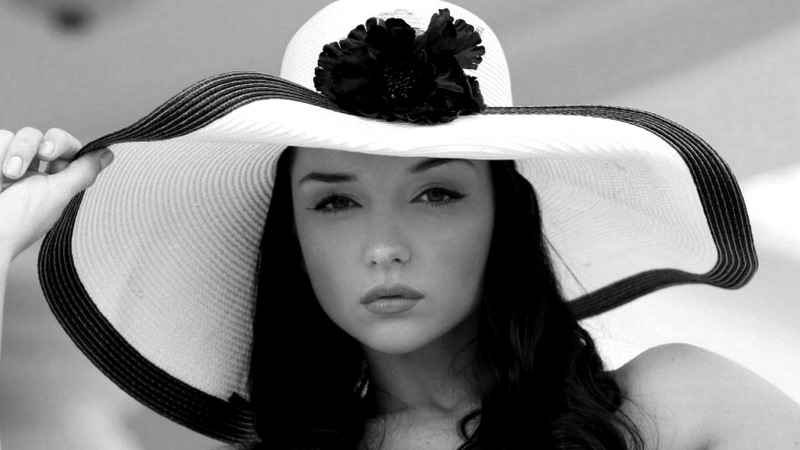 woman-with-hat