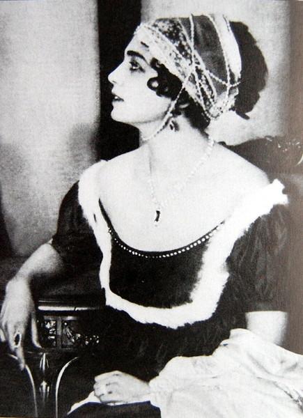 Вера Шиллинг, 1915, война и мир, элен б.