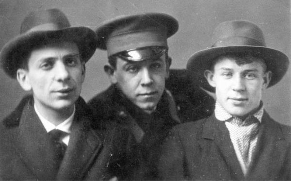 рюрик ивнев, в. чернявский, с. есенин 1915