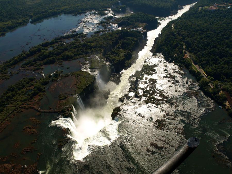 Один из 7 природных чудес света - комплекс водопадов Игуасу