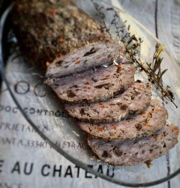 Meatloaf с белыми грибами и красным вином