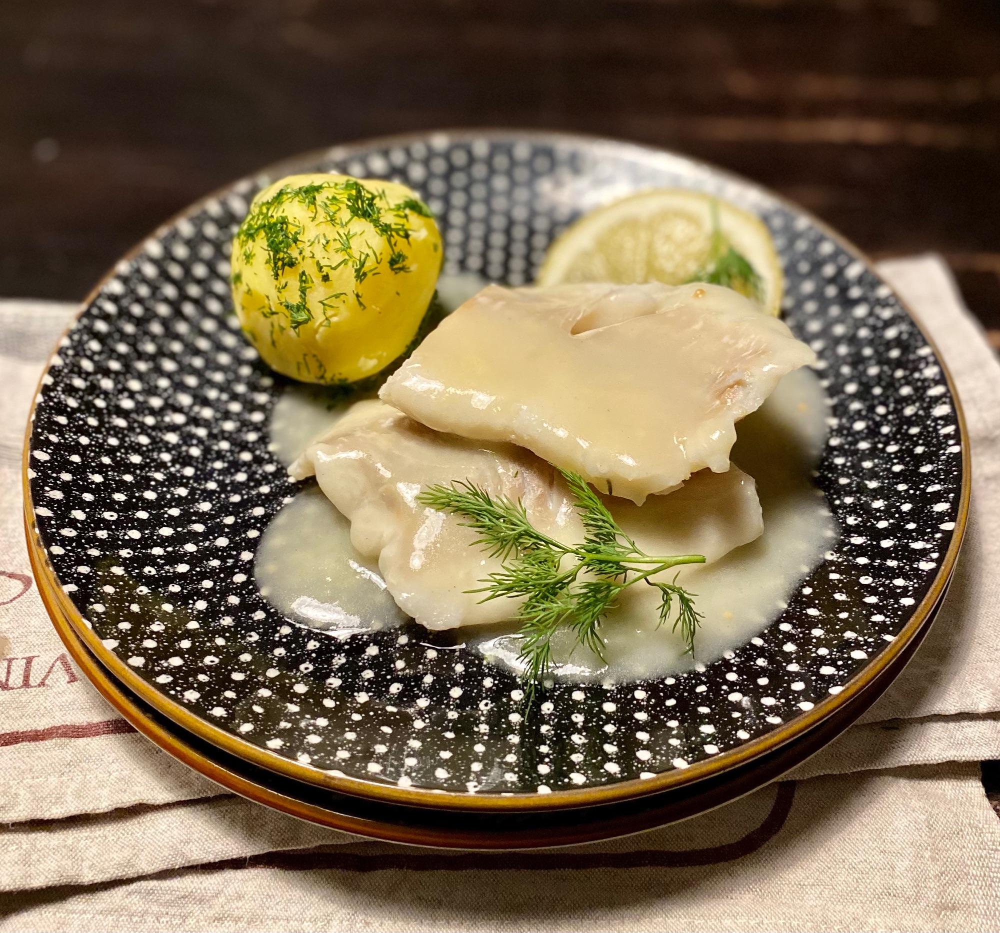 По поводу раунда кухни Северной Германии заглянула в гнигу «Приятного аппетита»  ( Гюнтер Линдер, Кайнц Клоблах, М, 1972) и нашла свой быстрый и вкусный ужин.