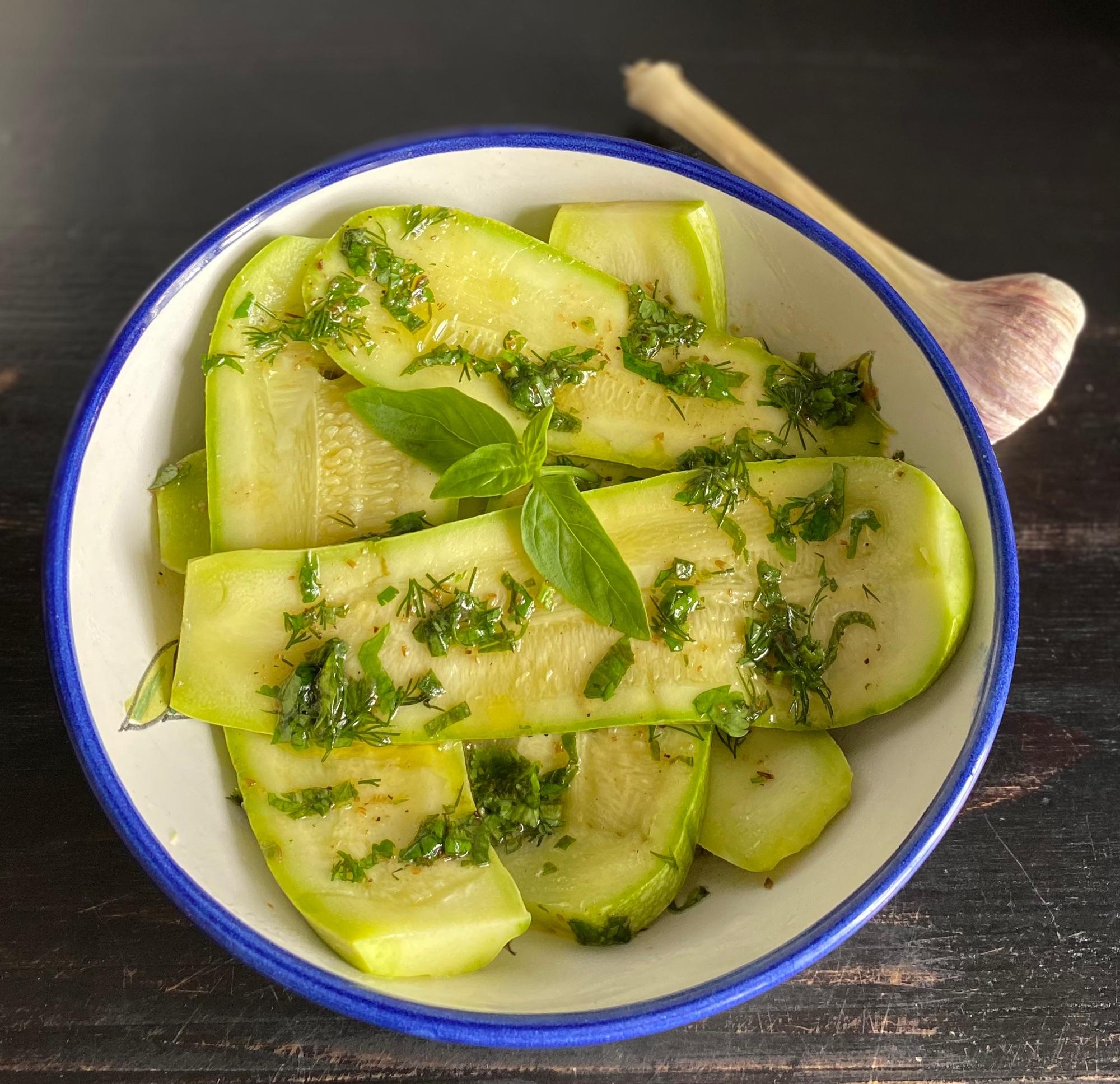 Очень вкусные кабачки! А поскольку Делия Смит относит их к британской кухне, поедлагаю в раунд « Туманный Альбион» Люблю ее простые и вкусные бда!