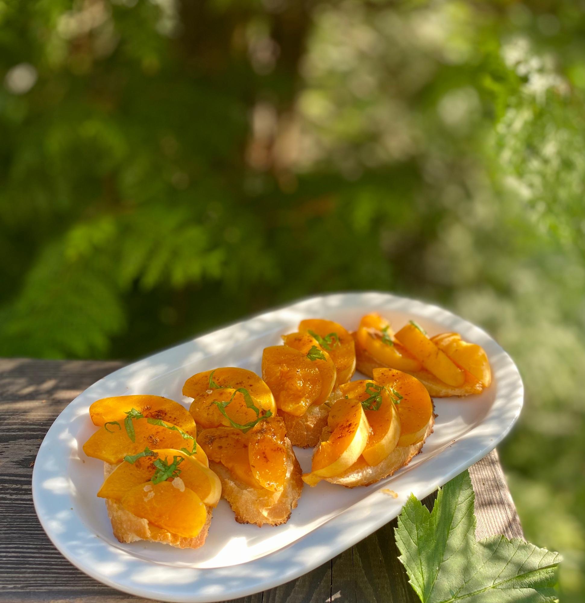Любимый лктний завтрак. Очень хорошо и с лесной щемляникой, черникой, кусочками любых фруктов.