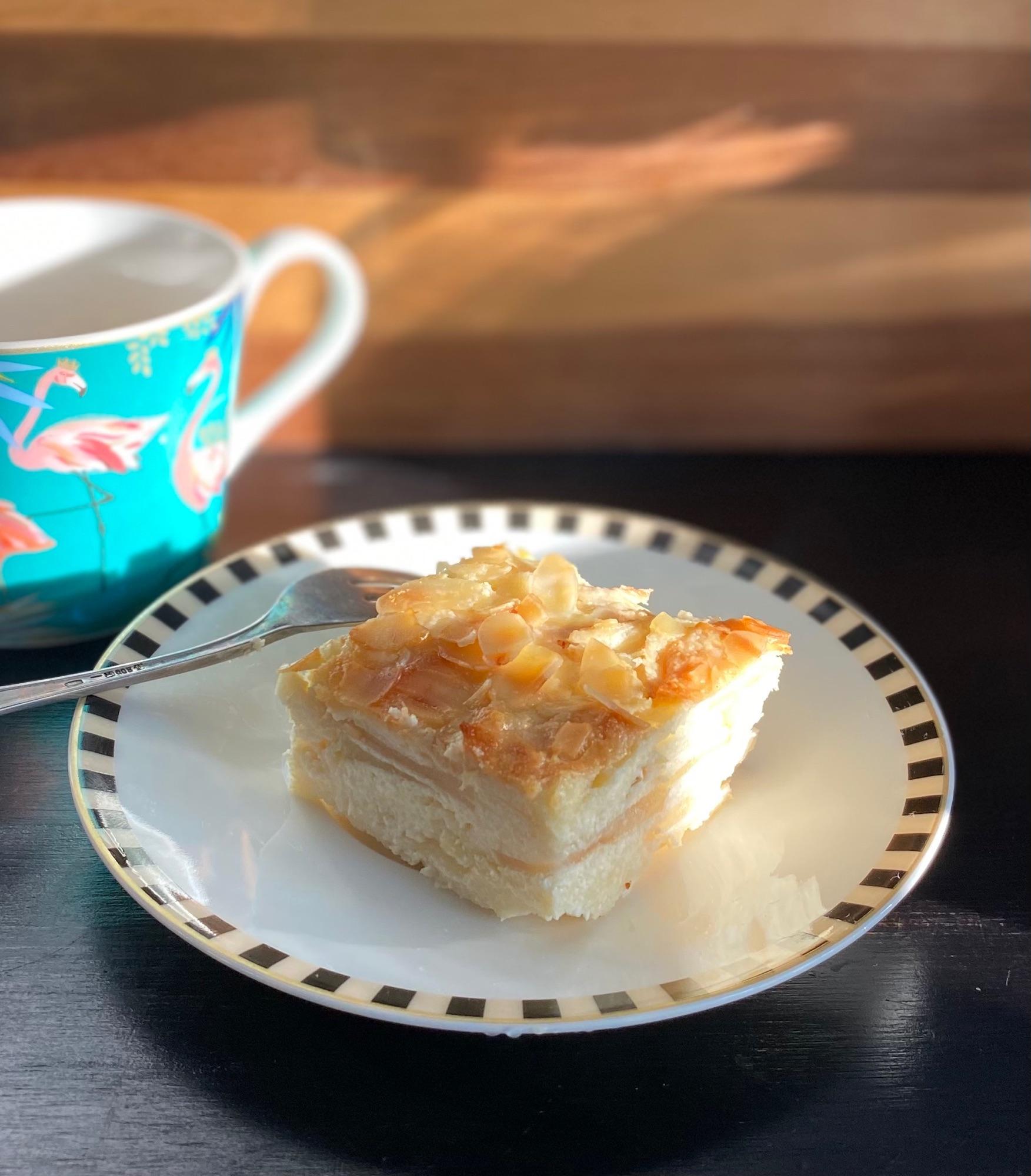 Эстонский десерт. Можно подавать с фруктовым супом ( киселем) много яблок и миндальные хлопья очень кстати.