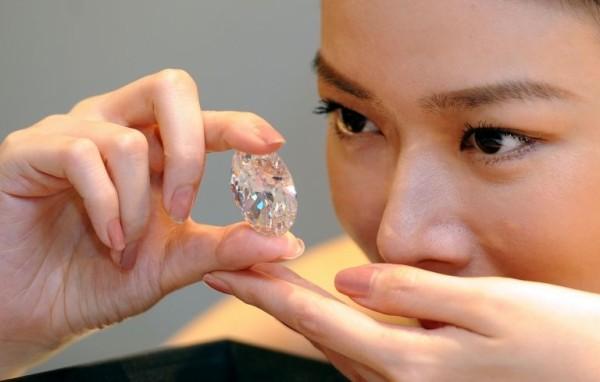 white-oval-diamond-600x382